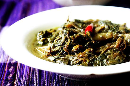 recipe Laing (Taro leaves and stalks in coconut milk)